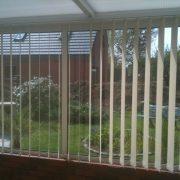stores-a-bandes-verticales-pour-veranda-ou-bureau